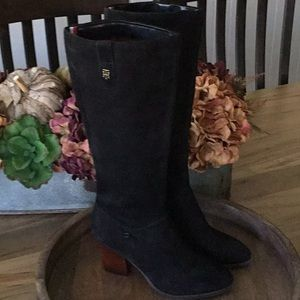 Tommy Hilfiger suede pull on boots, NWOT, 8.5M